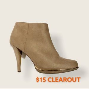 SPRING 8 1/2 Beige Tan Boots (8 1/2) w/gold detail